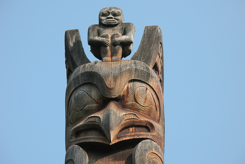 Totem pole in Kispiox, B. C. Photo by Hans-Jürgen Hübner.