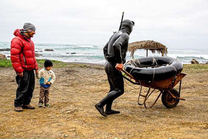 Ramón with his son and father. Pichelimu, Chile. Photo: Jeff Johnson/courtesy Patagonia.com