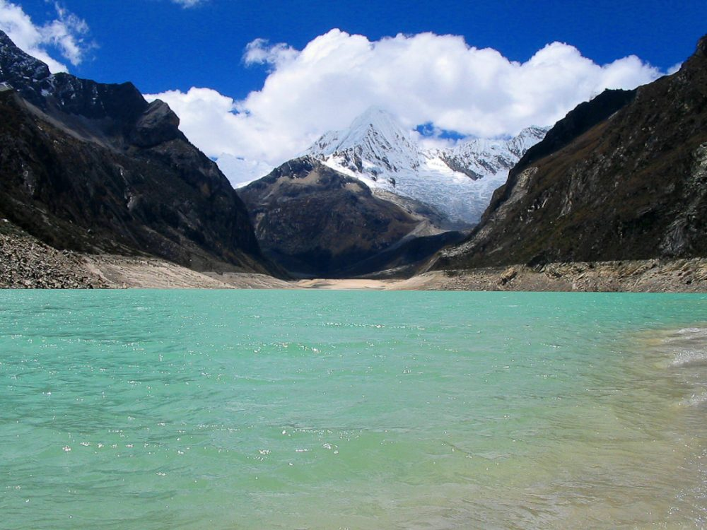 Lake Paron. Photo by Alberto Cafferata, via Wikimedia Commons.