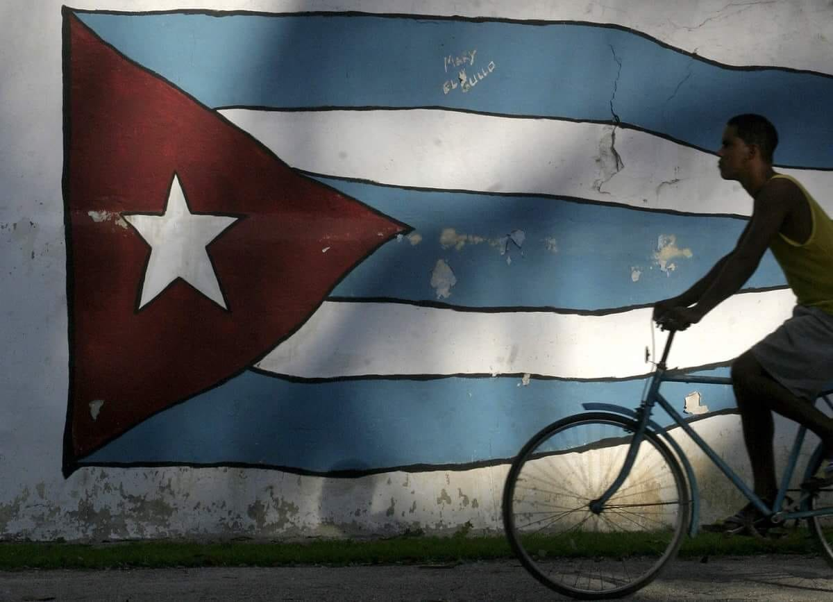 Bike and Cuba's flag together