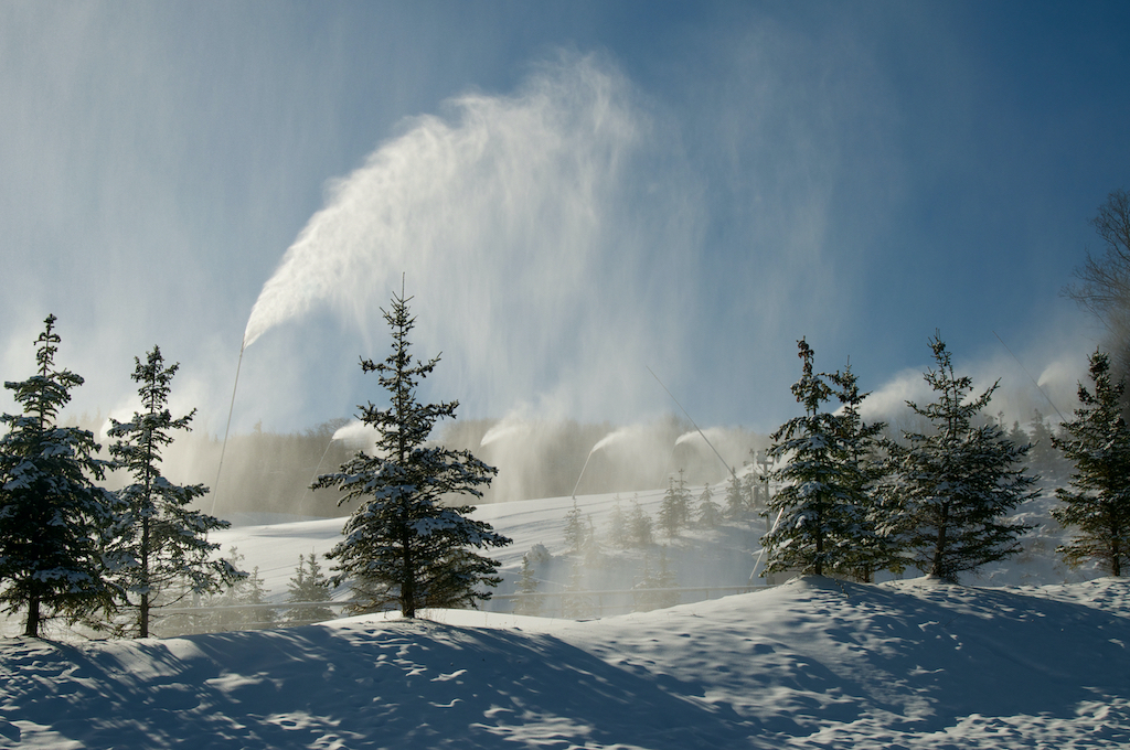 COVID-19-Update-Winter-Operations-at-Blue-Mountain-Resort-snowmaking-pine-trees