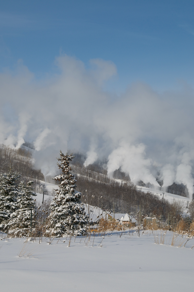 COVID-19-Update-Winter-Operations-at-Blue-Mountain-Resort-snowmaking-sunny-day