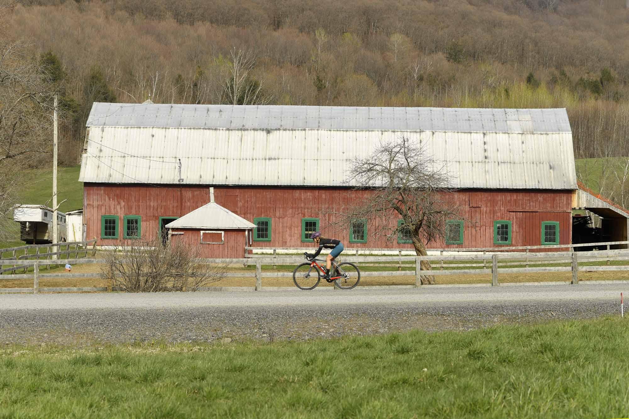 Gravel-Bandits-Gang-de-la-Garnotte-Bromont-Cyclists-Shun-Pavement-Bernard-Brault-red-barn
