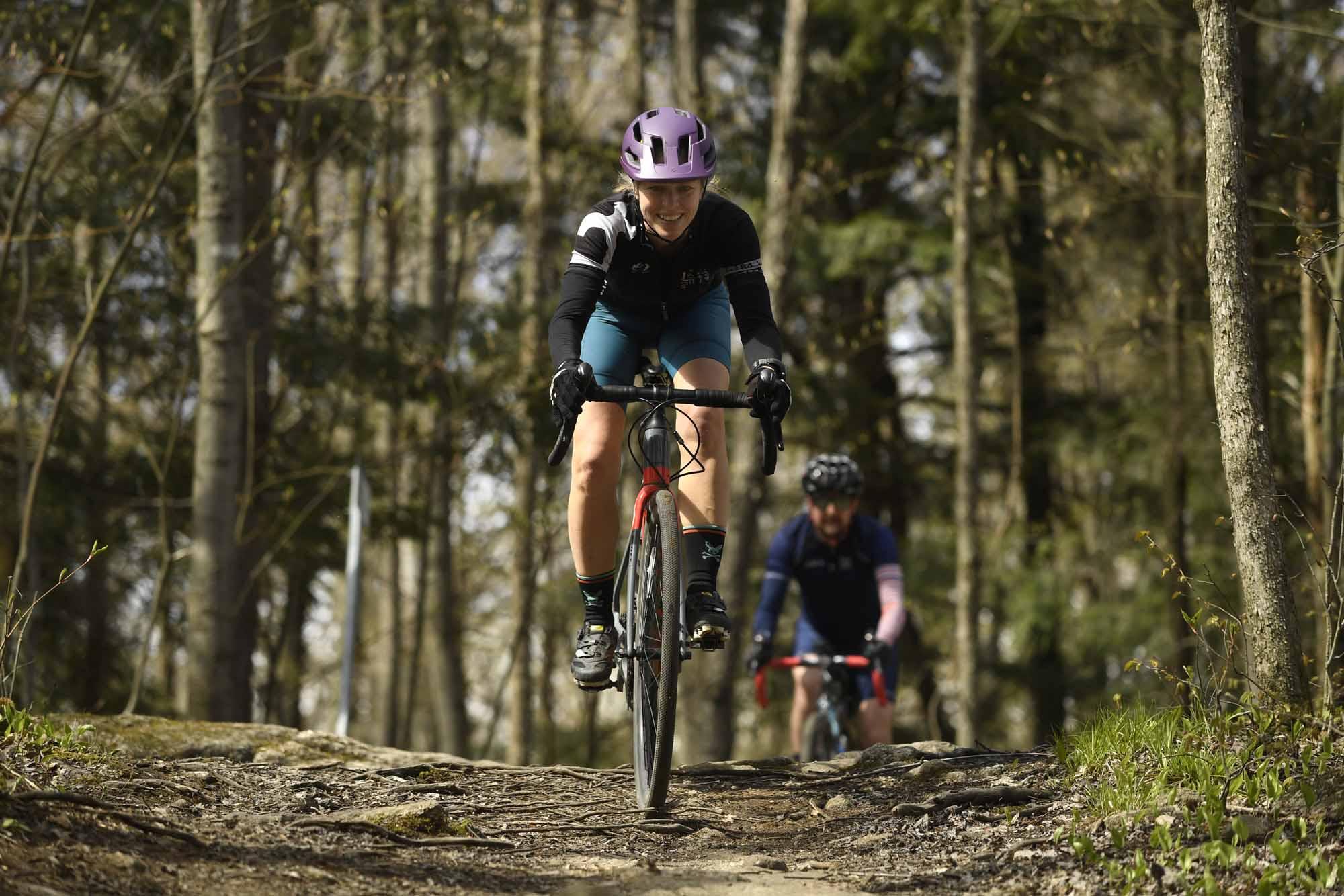 Gravel-Bandits-Gang-de-la-Garnotte-Bromont-Cyclists-Shun-Pavement-Bernard-Brault-woman-trail
