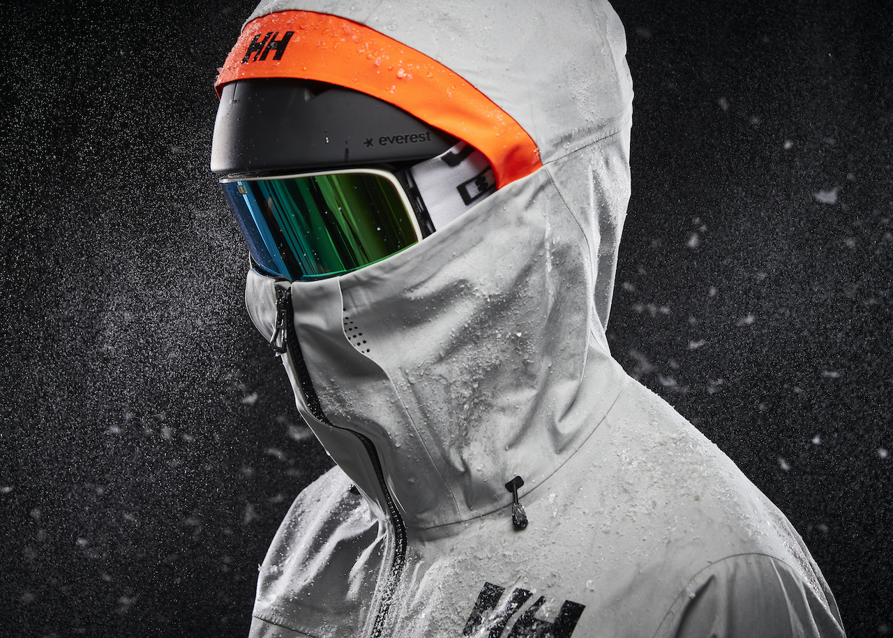 Helly-Hansen-Launches-Sustainable-LIFA-Infinity-Pro-Fabric-Elevation-Infinity-Shell-Jacket-hood-goggles