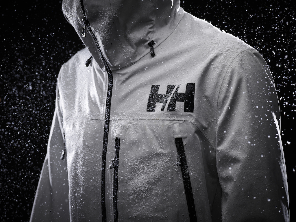 Helly-Hansen-Launches-Sustainable-LIFA-Infinity-Pro-Fabric-Elevation-Infinity-Shell-Jacket-snow-detail