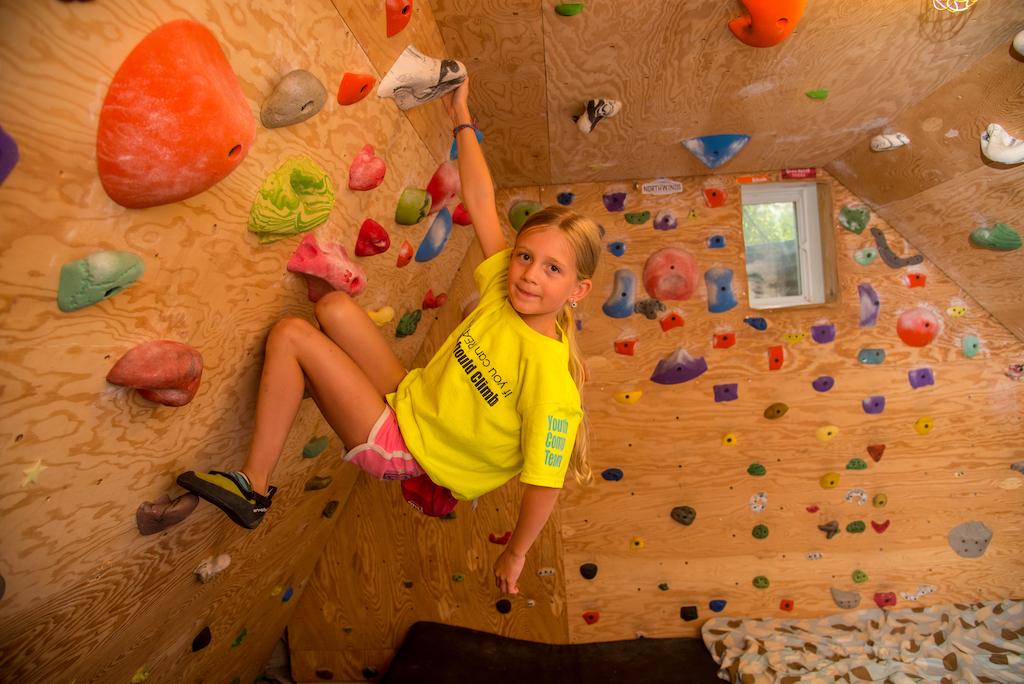 Raising-Girls-Who-rip-Allison-Kennedy-Davies-indoor-climbing-gym