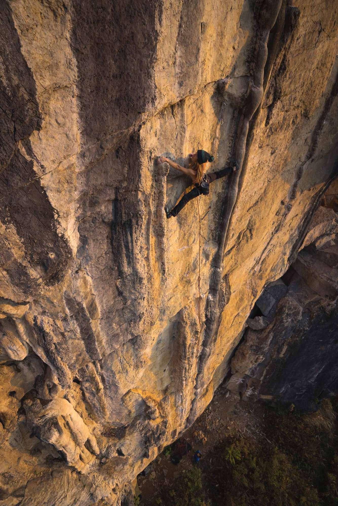 mountain-climbers-soaring-to-new-heights-photographer-Jan-Novak-vie-en-montagne-Emilie-Pellerin-Next-Move