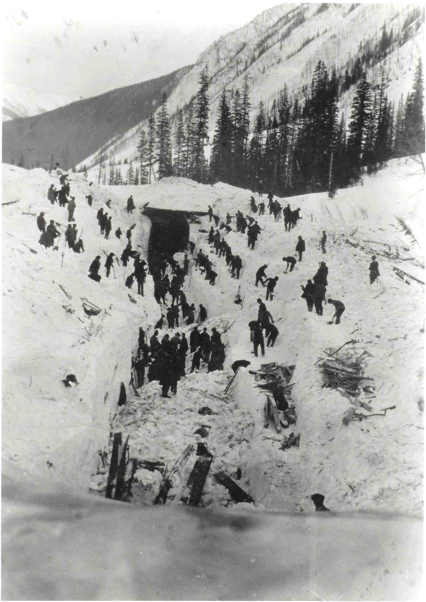 Exclusive-25th-Anniversary-Release-of-Locomotion-Ski-Film-Rogers-Pass-avalanche-LO-wikimediacommons268