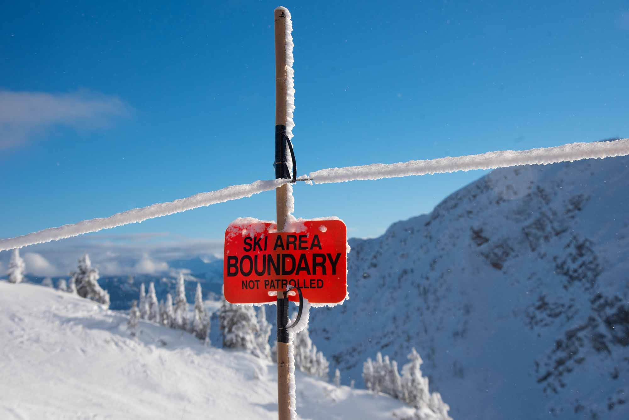 Into-the-Great-White-Open-Moms-Shred-Golden-BC-Allison-Kennedy-Davies-Kicking-Horse-boundary-sign