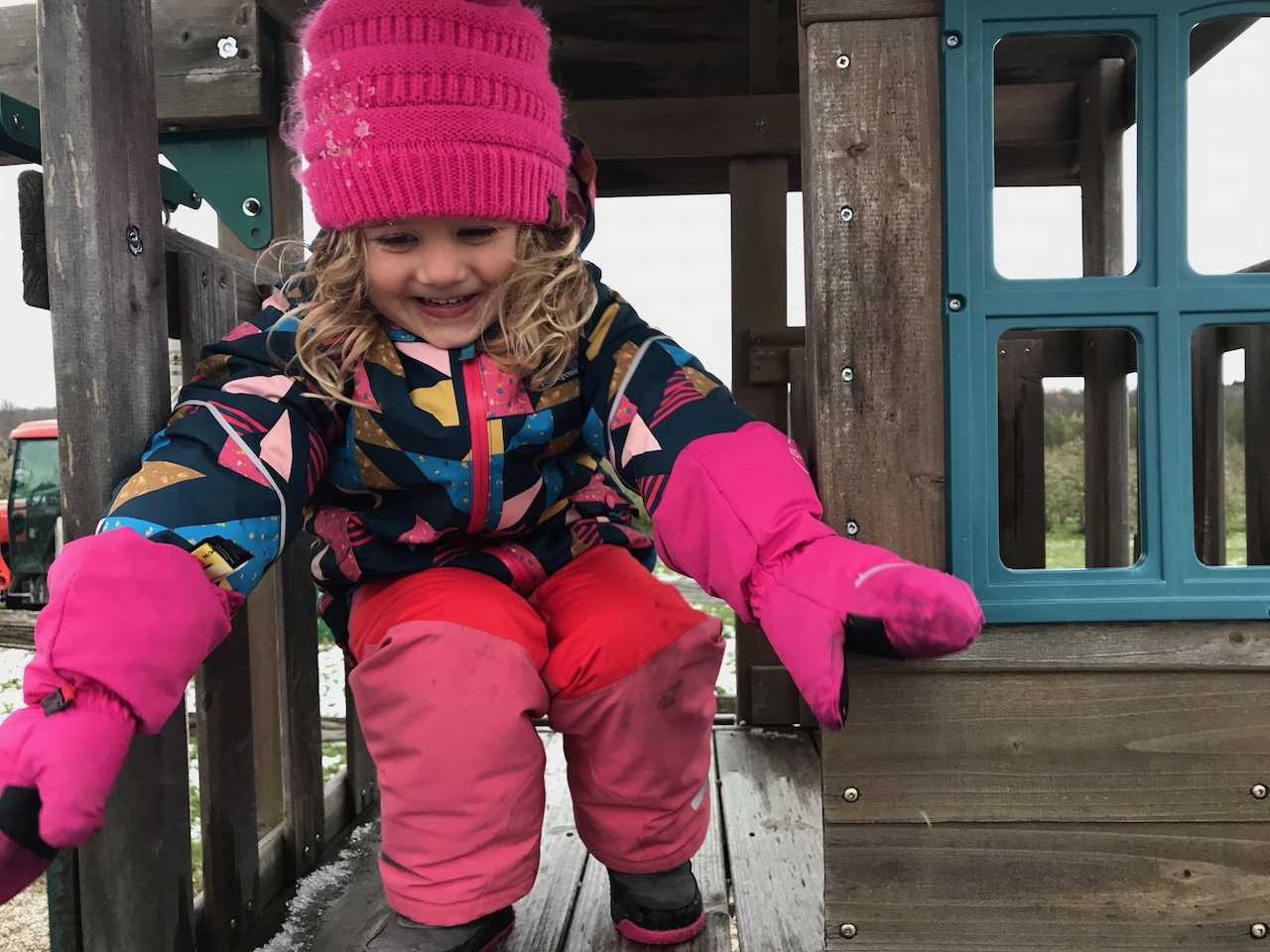 Snow-Pile-Patagonias-Recycled-Jackets-and-Bibs-for-Youngsters-lifestyle