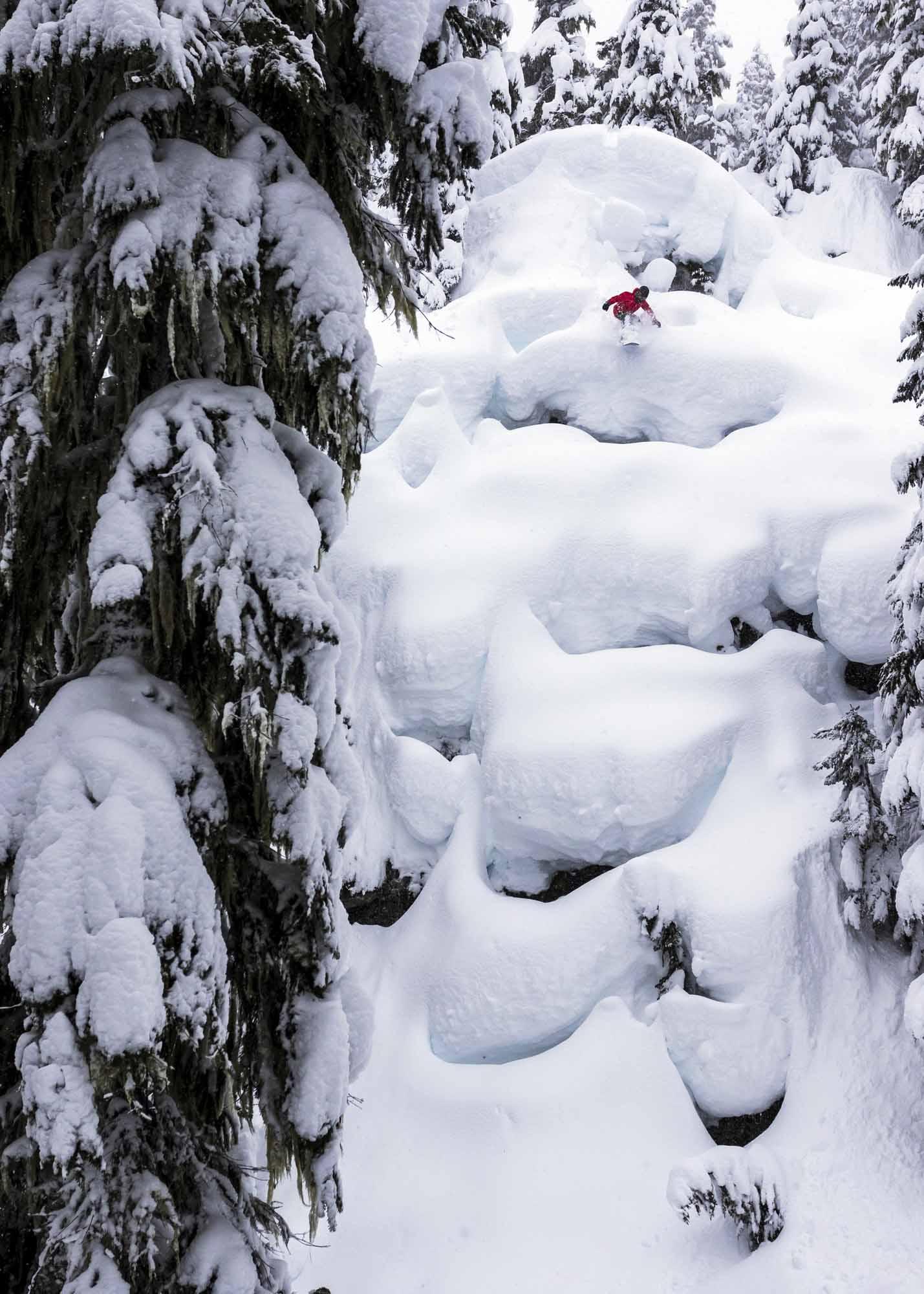 Pillow-Fights-in-the-Sea-to-Sky-Brandywine-snowboarder-Leanne-Pelosi-photo-Ben-Girardi