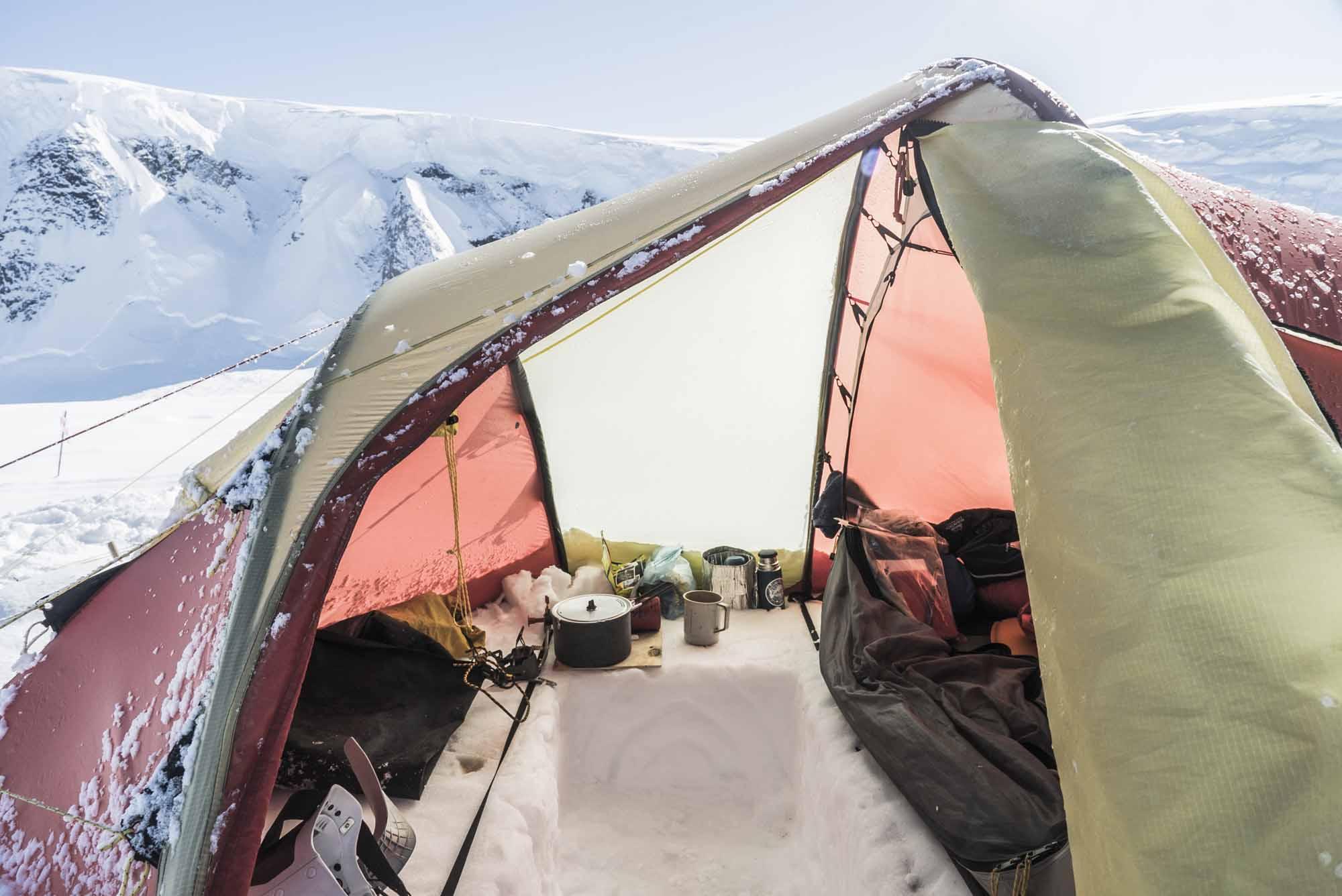 Polar-Quest-Exploration-Polaire-Exploring-Boundaries-in-Antarctica-Caroline-Cote-photo-mess-tent