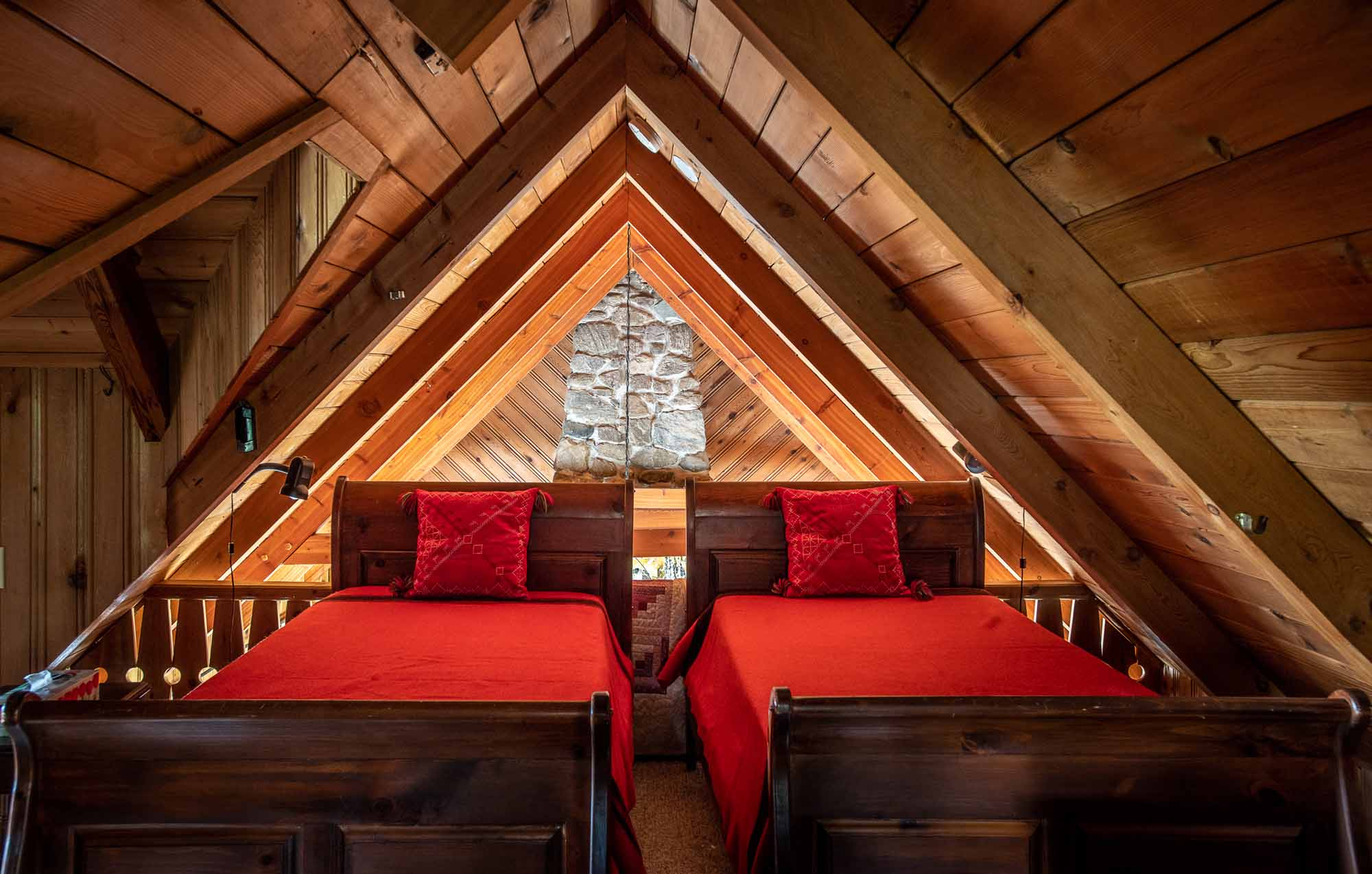 The-Chalet-and-the-Beach-House-Ontarios-Ski-Heritage-in-Two-Buildings-photo-by-Kristin-Schnelten-chalet-interior-bedroom