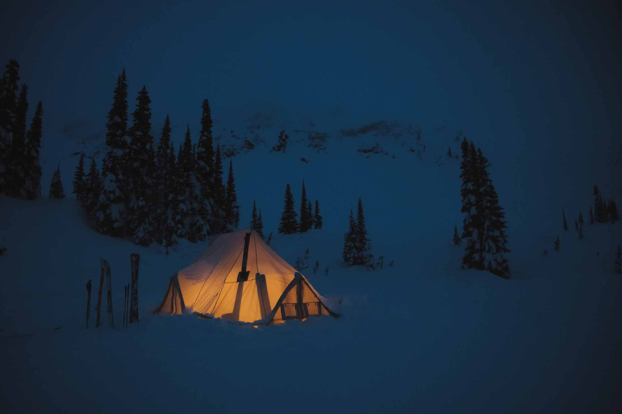 The-Epitome-of-Untouched-Heli-Camping-in-the-Alpine-photo-by-Michael-Overbeck-tent