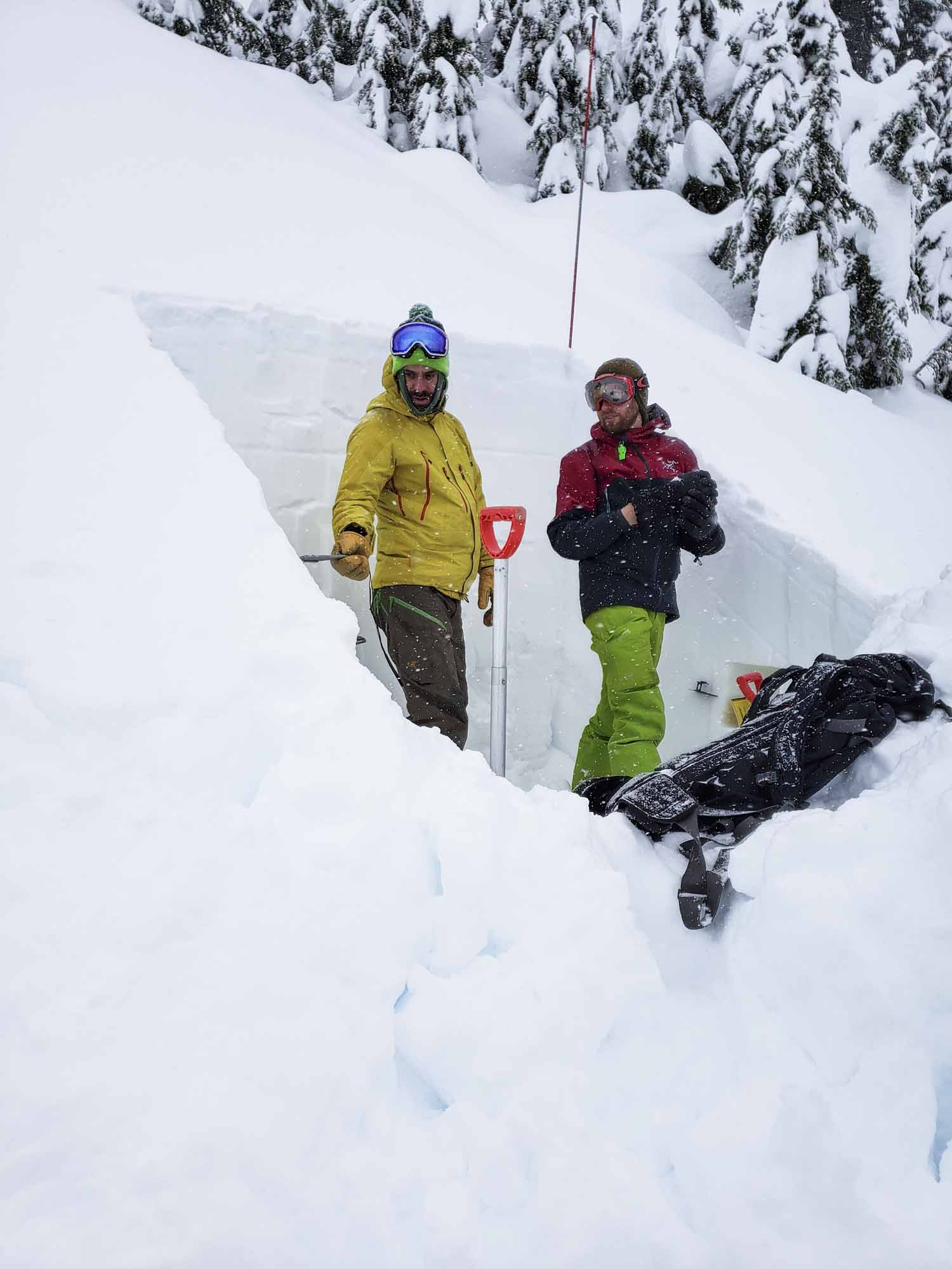 The-Garibaldi-100-Project-photo-by-BEN-HAGGAR-digging-snow-shelter