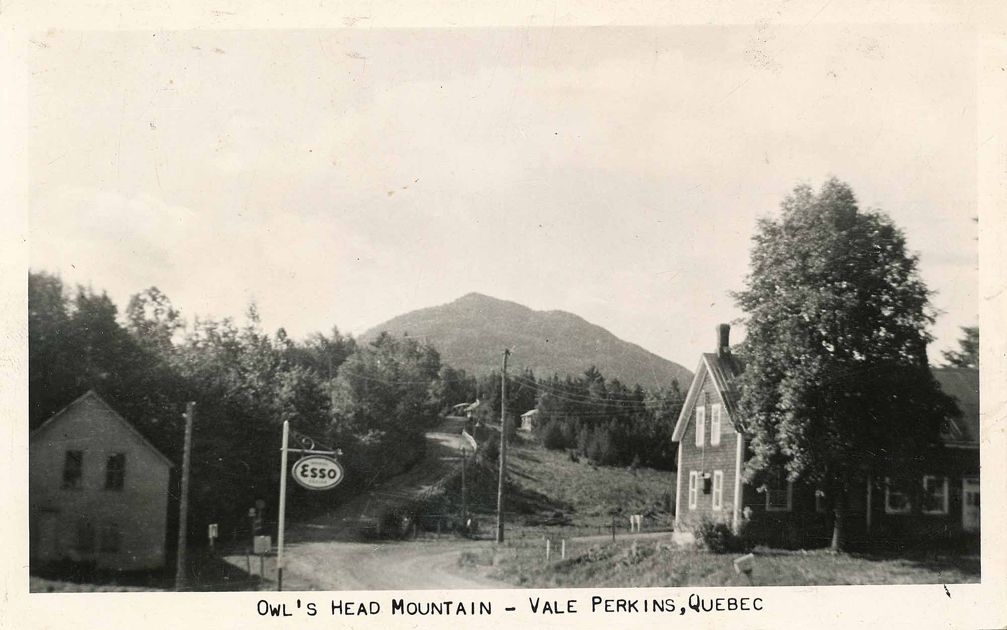 Magasin-général-Jewett-Proudly-old-fashioned-in-the-Heart-of-Quebecs-Cantons-de-lEst-vintage-photo