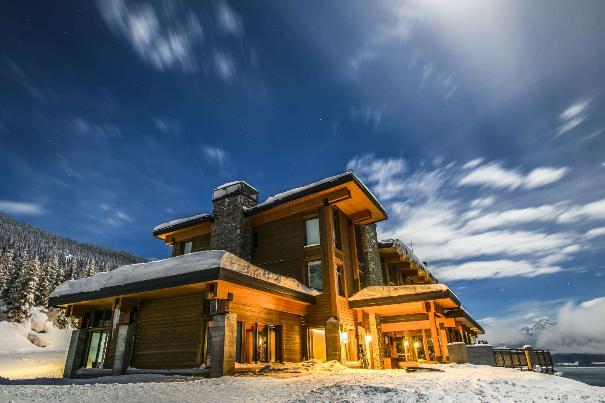 Pristine-Pow-and-Age-Old-Wisdom-at-Mica-Heliskiing-lodge