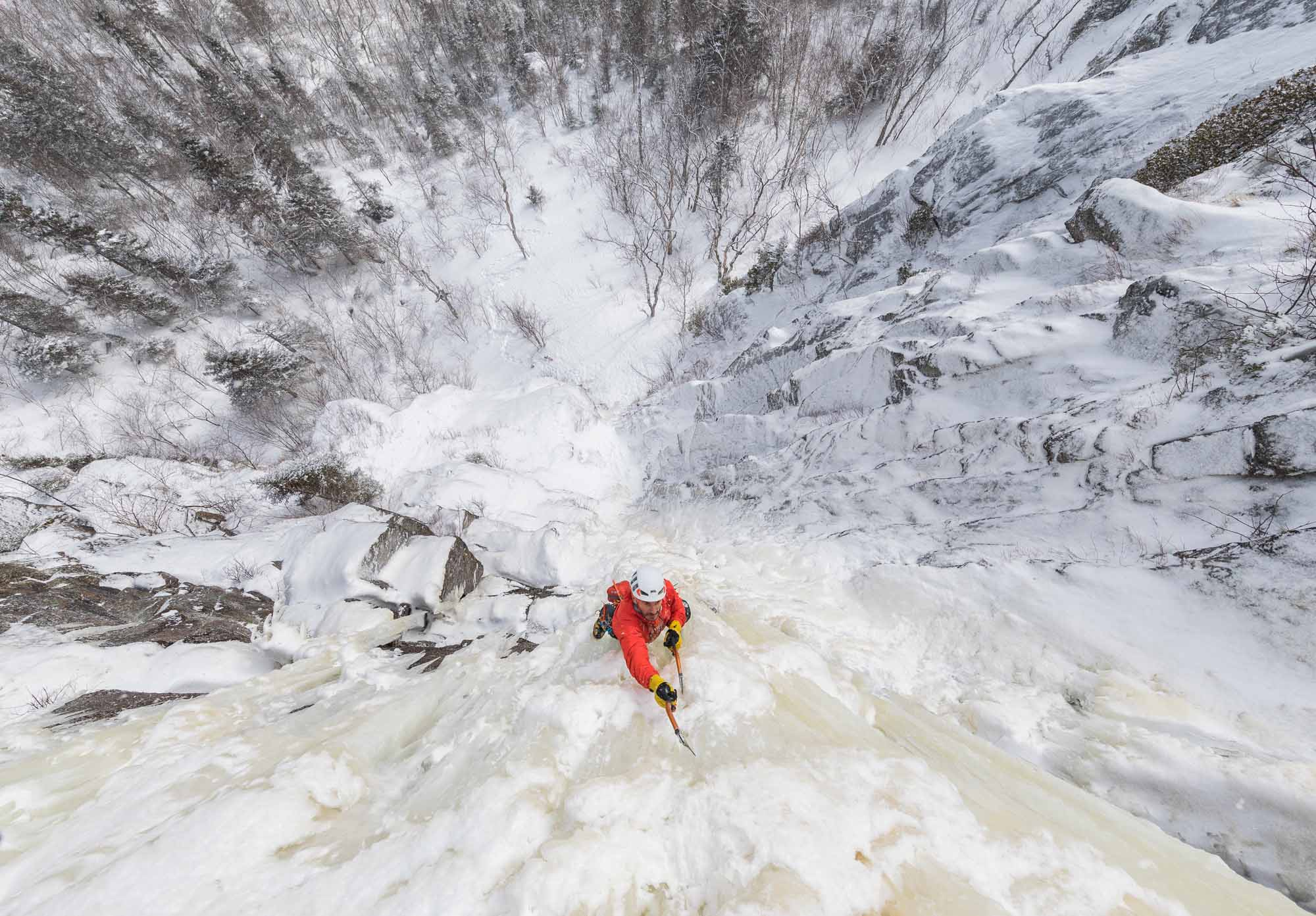 Quebec-Winter-showcase-Jeff-Mercier-climbing-Fjord-du-Saguenay-National-Park-photo-by-TIM-BANFIELD