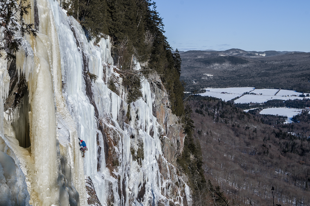 Quebec-Winter-showcase-Serge-Bussiere-Chute-a-Guy-WI5-Vallee-Bras-du-Nord-Portneuf-QC-photo-by-NELSON-RIOUX