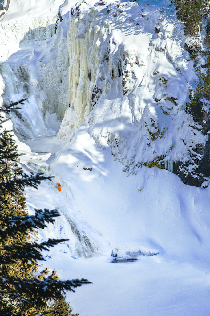 Quebec-winter-showcase-Quebec-Connection-7-chutes-St-Fereole-QC-photo-by-BEN-GAGNON