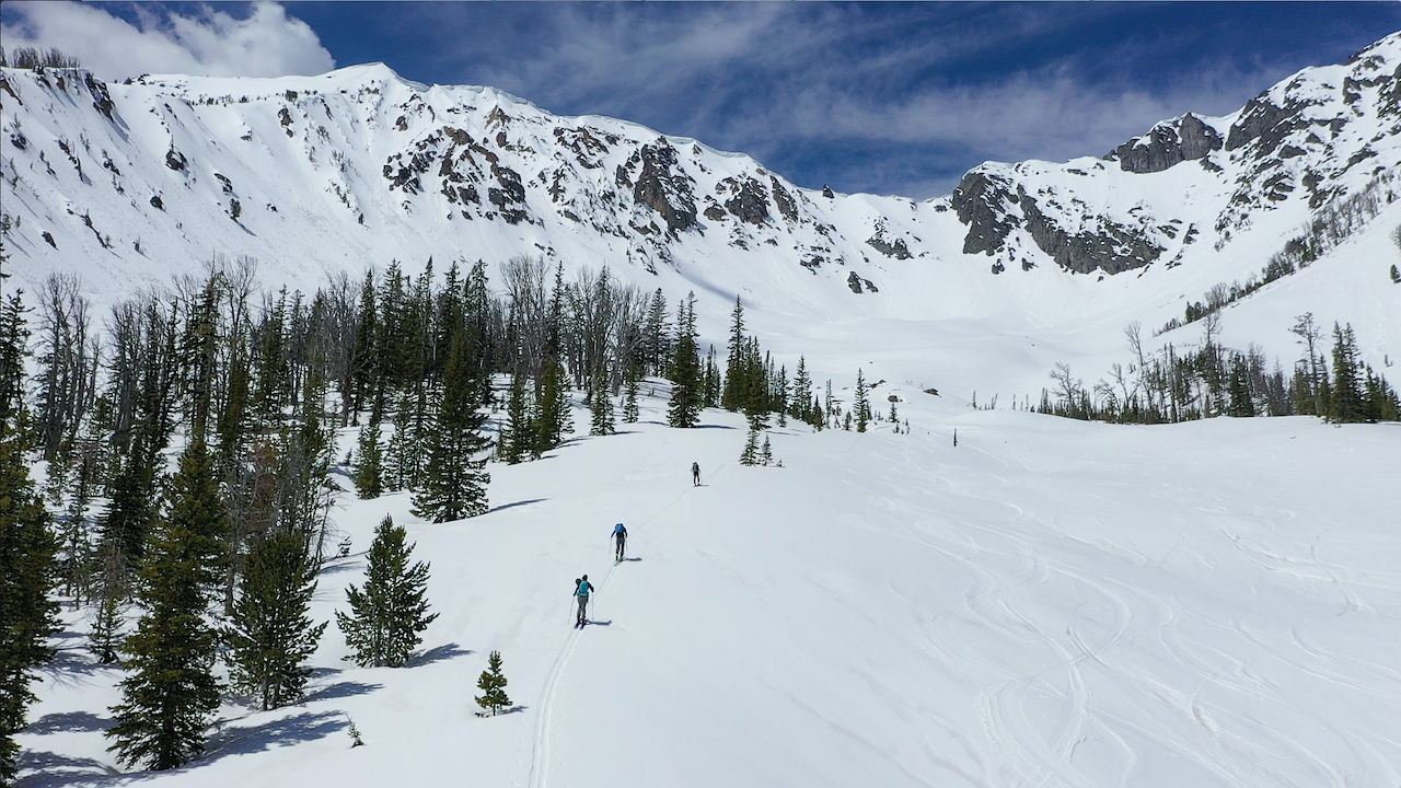 Skinning-in-Yellowstone-Gateway-Livingston-MT-photo-by-Uncage-the-Soul