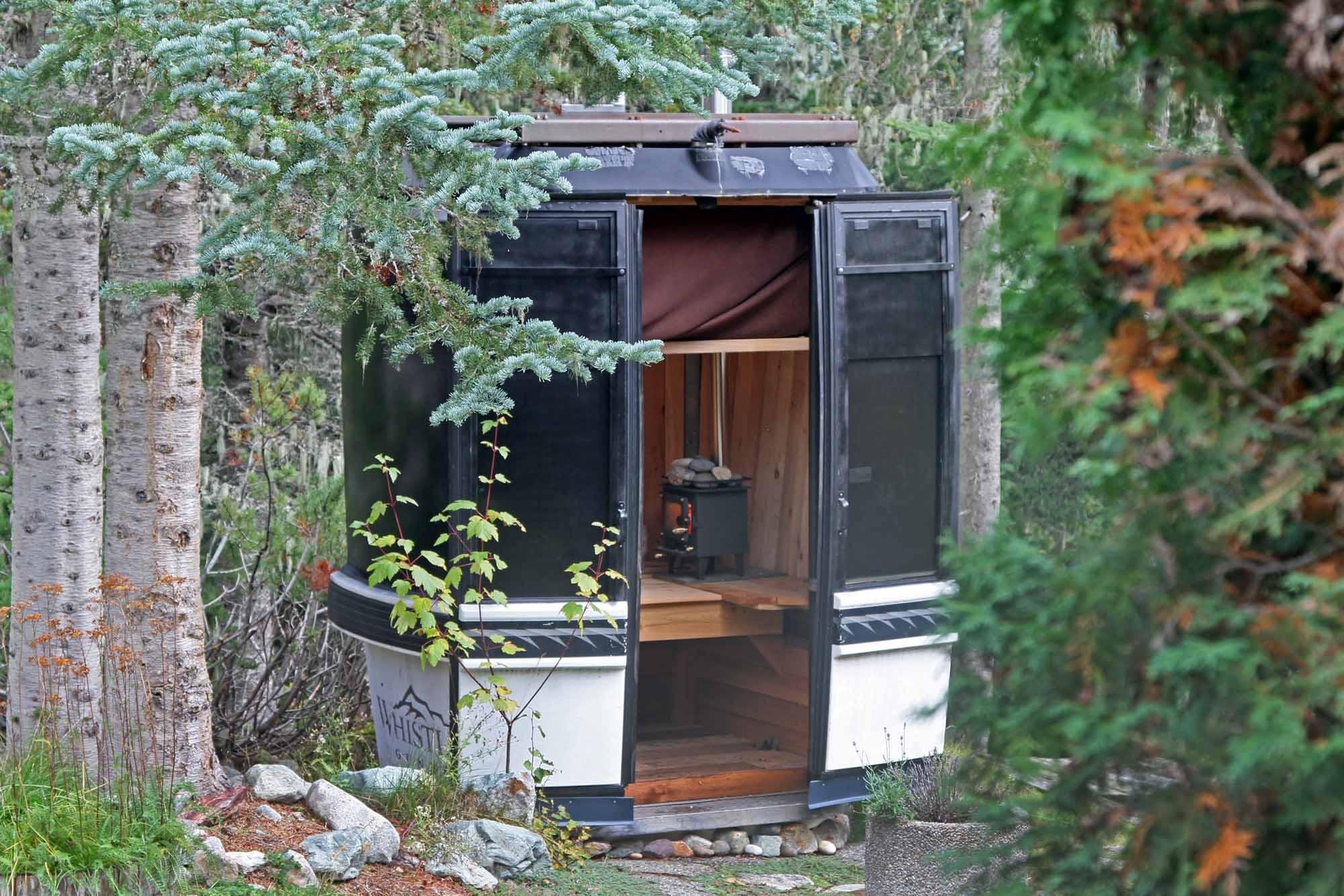 The-Saundola-Whistler-Gondola-photo-by-Todd-Lawson-exterior