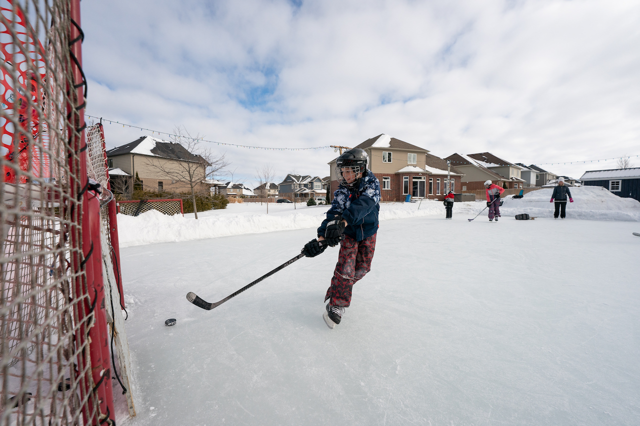 Bruce-County-Ontarios-Small-Town-Frontier-Colin-Field-Photo-kids-hockey