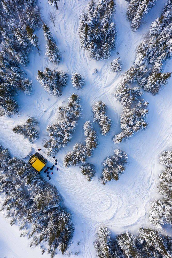 Chic-Choc-Therapy-drone-snowcat
