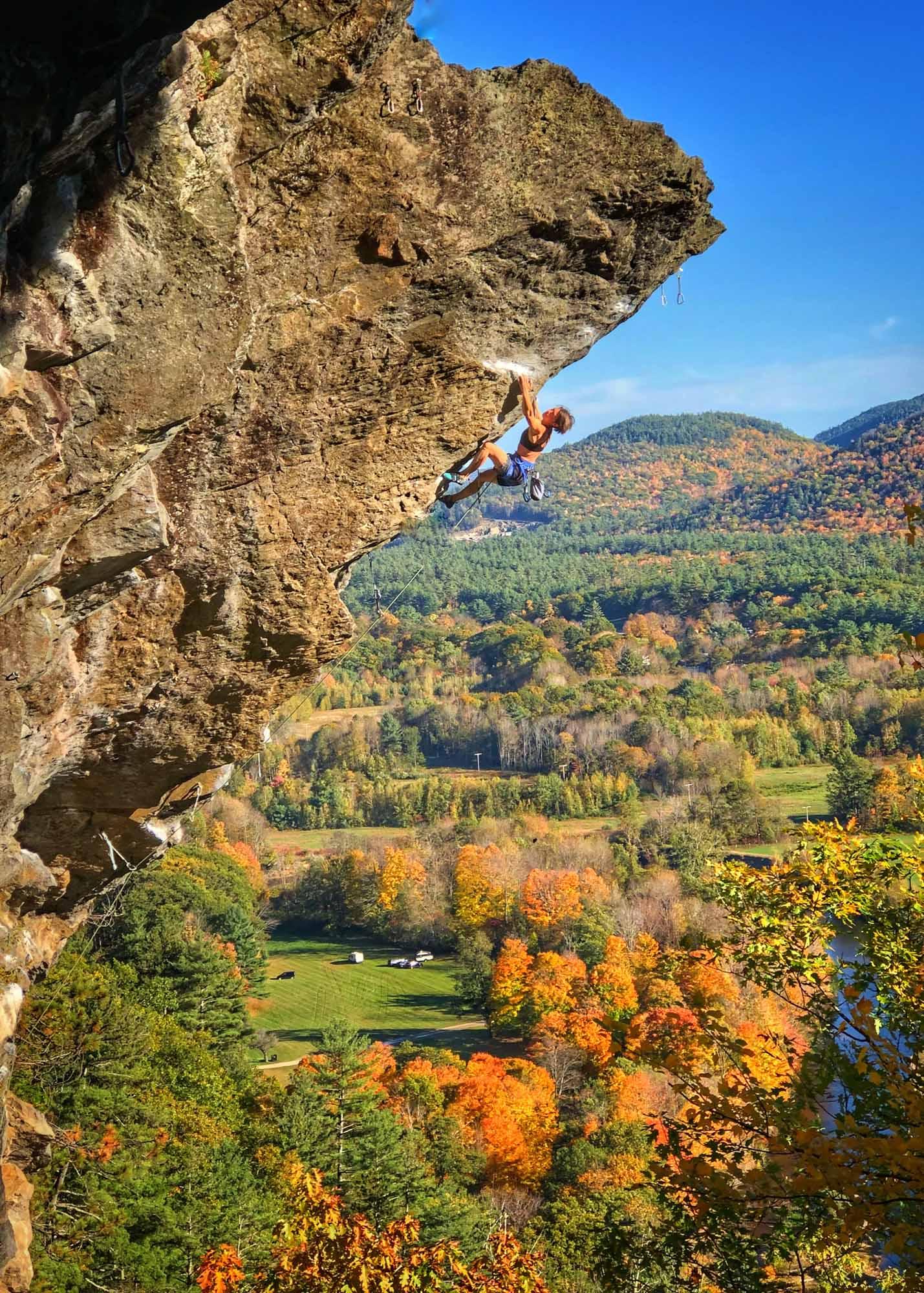 grimpeuses-au-sommet-Quebecs-Women-Climbers-New-Heights-Predator-5.13a-Rumney-NH-Photo-Benoit-Leblanc
