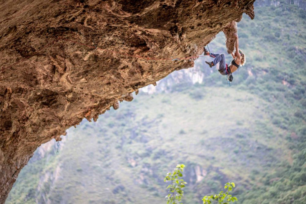 grimpeuses-au-sommet-Quebecs-Women-Climbers-New-Heights-Shigu-China-5.12b-Photo-Julian-Reinhold